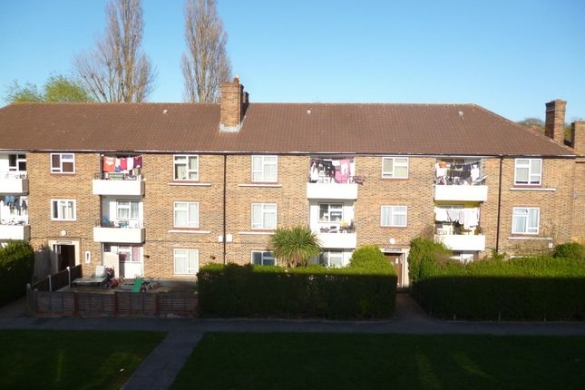 Thumbnail Flat to rent in Lindfield Road, Romford