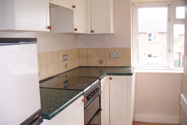 2 bed flat to rent in Moorland Close, Walkeringham, Doncaster DN10