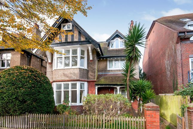 Thumbnail Flat for sale in York Avenue, Hove