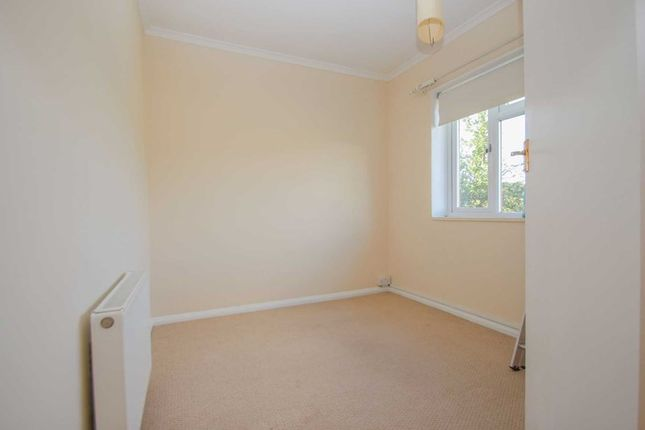 Photo6 of The Roundway, Claygate, Esher KT10