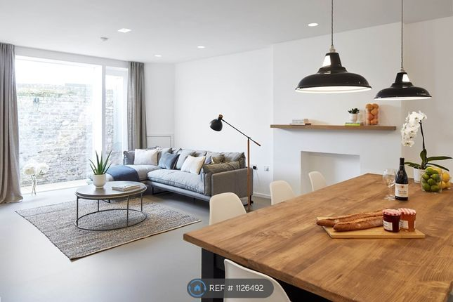 1 bed flat to rent in Clanricarde Gardens, London W2