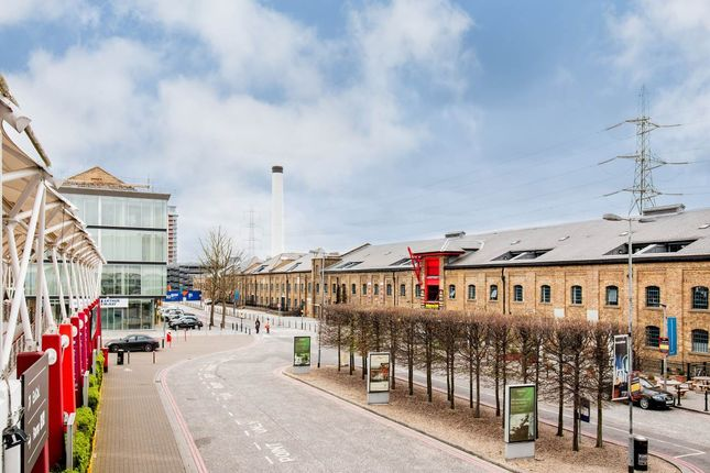 Thumbnail Flat to rent in 4 A Western Gateway, Royal Victoria Dock, Canning Town