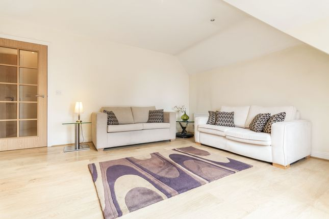 Thumbnail Flat to rent in Headley Road, Woodley, Reading
