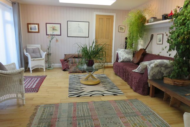Thumbnail Flat for sale in Cabbell Road, Cromer