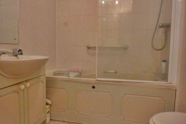 Bathroom of Waltham Road, Twyford, Reading RG10