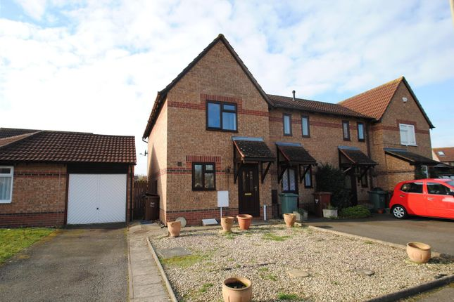 2 bed semi-detached house to rent in Spruce Drive, Bicester