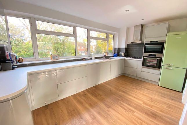 Thumbnail Terraced house to rent in Queens Court, Woking