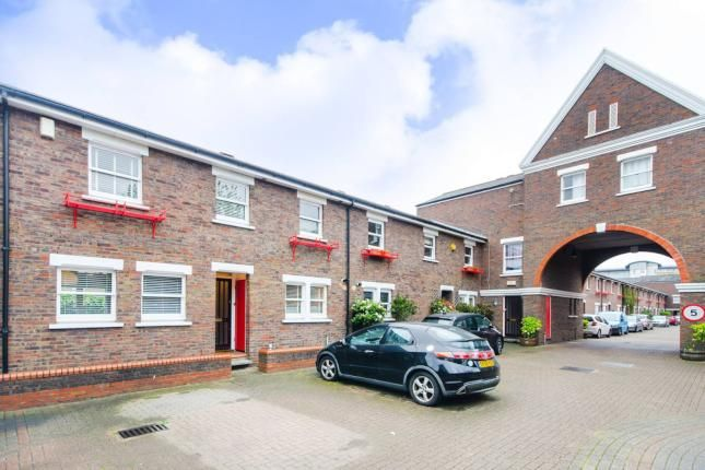 Thumbnail Semi-detached house to rent in Lockefield Place, Canary Wharf