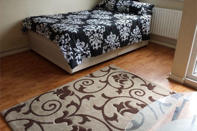 Thumbnail Room to rent in White Horse Lane, Stepney Green