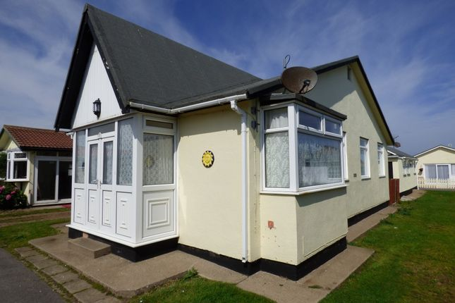 Thumbnail Mobile/park home for sale in 11 Fifth Avenue, South Shore Holiday Village, Bridlington