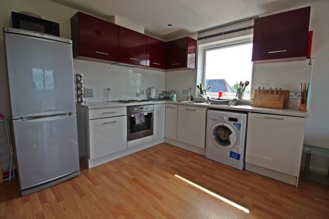 2 bed flat to rent in Parkfield House, North Road, Maindy CF14