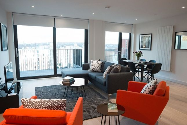 Thumbnail Flat to rent in Royal Crest Avenue, London