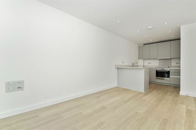 Thumbnail Flat to rent in Tennyson Apartments, 1 Saffron Central Square, Croydon, Surrey