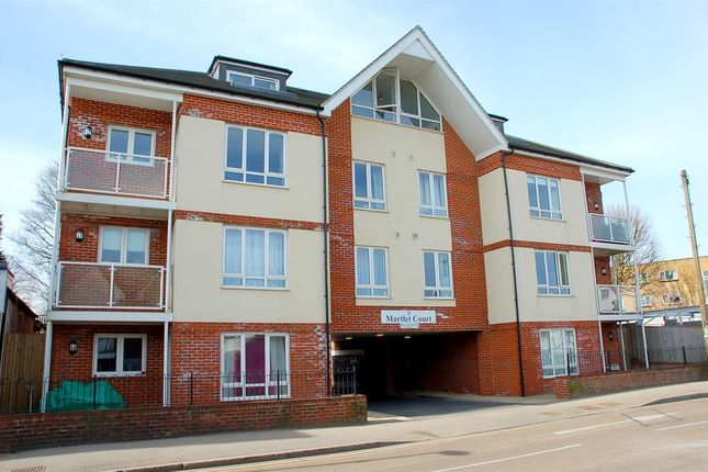 Thumbnail Flat to rent in Coulsdon Road, Caterham