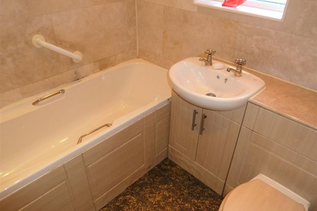 Bathroom of Kelso Grove, Dalton, Huddersfield HD5