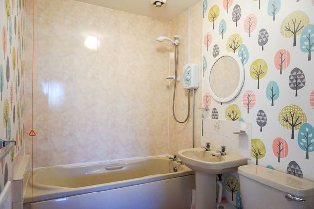 Bathroom of Maypool Drive, South Reddish SK5