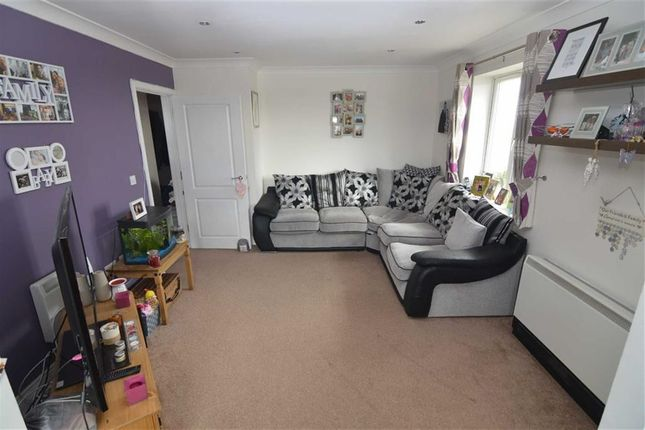 Thumbnail Flat for sale in Wilkinson Drop, Oak Road South, Hadleigh, Essex