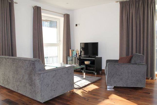 1 bed flat to rent in Cannon Drive, London