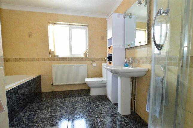 Family Bathroom of Cheyne Walk, Hornsea, East Yorkshire HU18