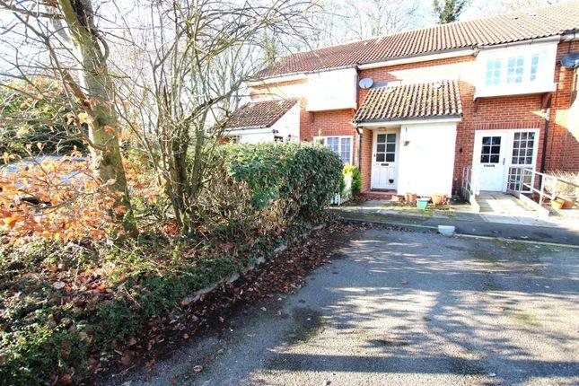 Thumbnail Flat to rent in Tennyson Avenue, Houghton Regis, Dunstable