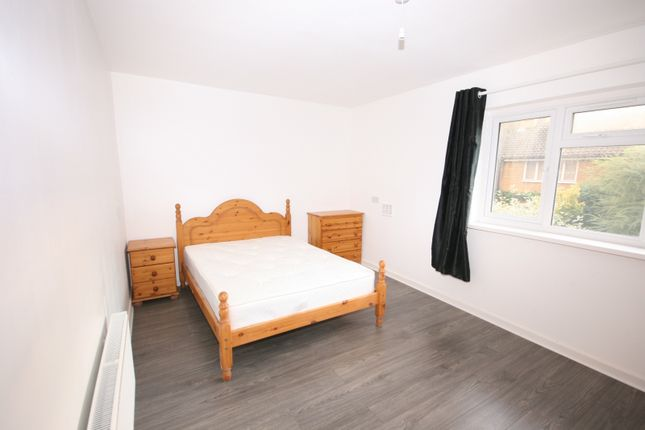 Thumbnail Cottage to rent in Newbold Cottages, Sidney Street, London
