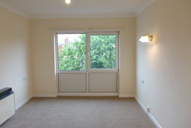 Thumbnail Flat to rent in Homecove House, Holland Road, Westcliff-On-Sea, Essex