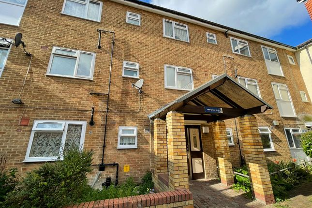 3 bed flat for sale in Mill Green, Mitcham Junction CR4