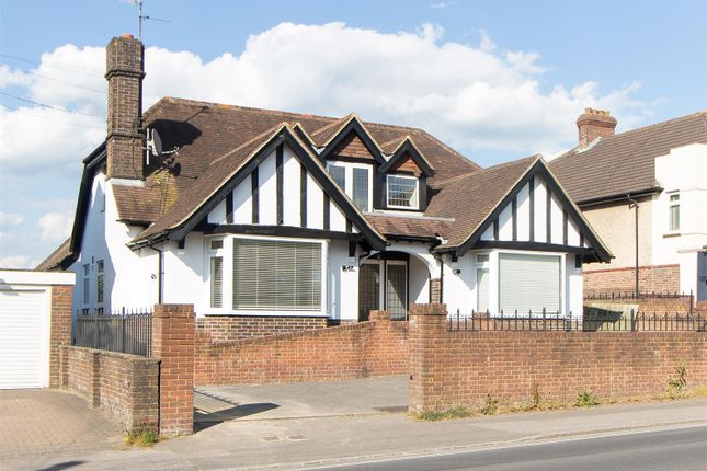 Thumbnail Detached house to rent in Franklynn Road, Haywards Heath