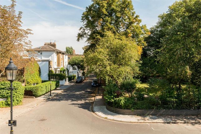 21814716 of Barnsbury Square, London N1