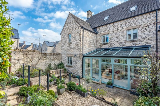 5 bedroom semi-detached house for sale in Trotman Walk, Cirencester