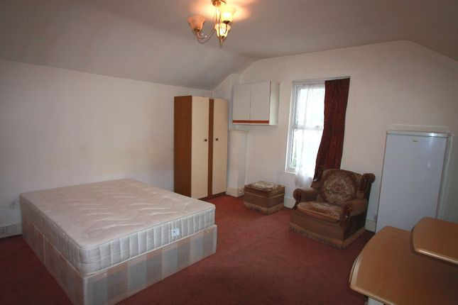 Room to rent in Double Room, Oakfield Road