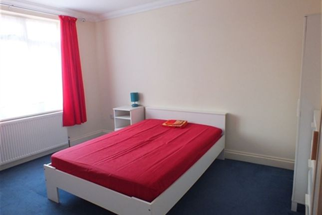 Thumbnail Room to rent in Upton Road, Slough, Berkshire SL1, Slough,