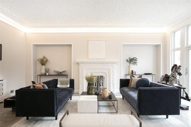 Thumbnail Flat to rent in Wellington Court, 116 Knightsbridge, London