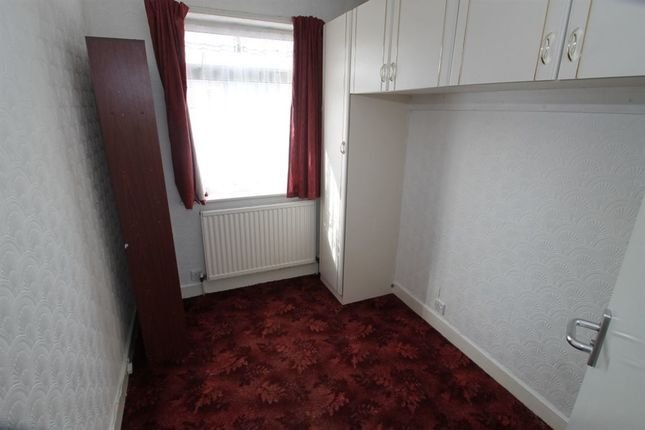 3 bed property to rent in Gainsborough Road, Leicester