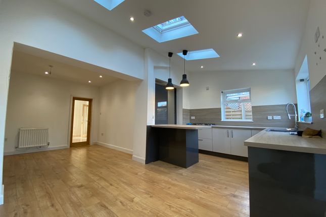 Thumbnail Semi-detached house to rent in Priory Crescent, Scunthorpe