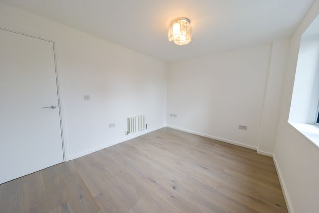 Bedroom of 33 East India Dock Road, London E14