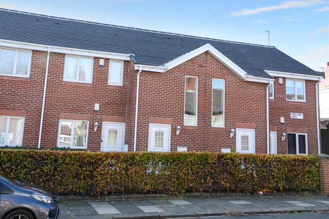 Thumbnail Flat to rent in Town End Court, South End Grove, Bramley