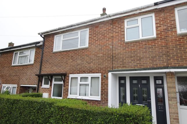 Thumbnail Terraced house to rent in Vinters Avenue, Stevenage, Hertfordshire