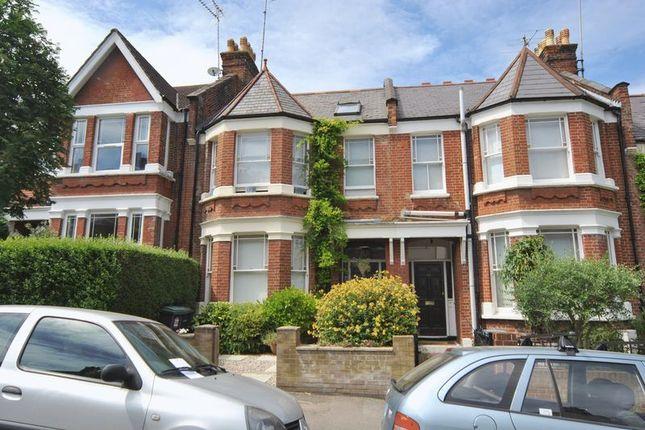 Thumbnail Property for sale in Glasslyn Road, London