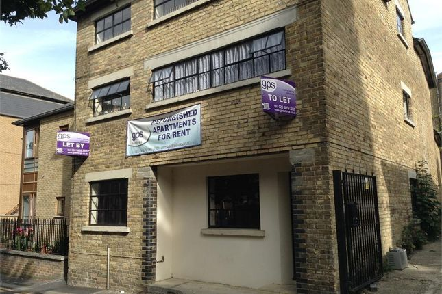 Thumbnail Flat to rent in Princes Street, Gravesend