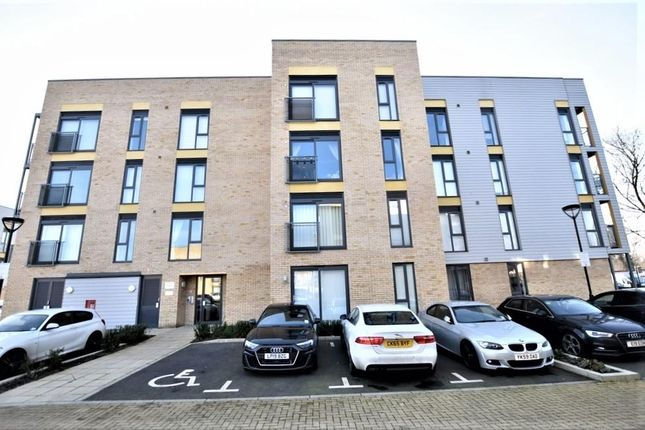 Thumbnail Flat for sale in Allwoods Place, Hitchin