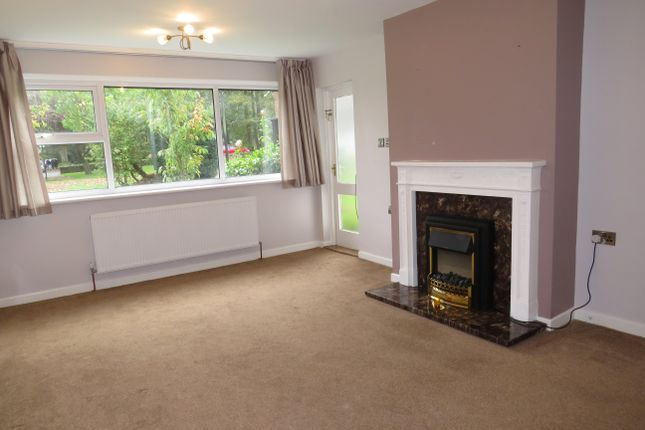 Thumbnail Flat to rent in North Hill Close, Roundhay, Leeds