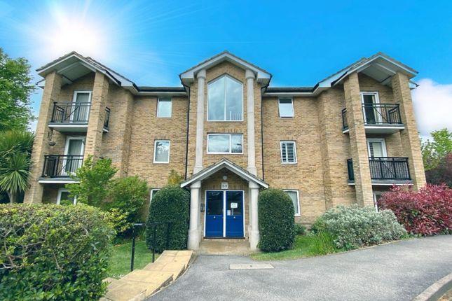 2 bed flat to rent in Salisbury Road, Farnborough GU14