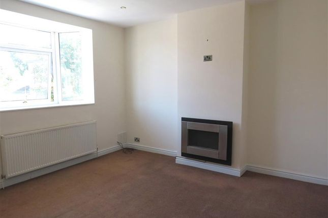 Thumbnail Flat to rent in Ruabon Road, Wrexham