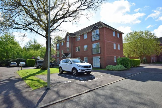 Thumbnail Flat for sale in Collingwood, Farnborough
