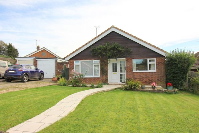 3 bed detached bungalow for sale in Raebarn Close, Cheriton, Alresford