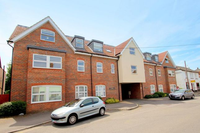 2 bed maisonette for sale in The Facade, Holmesdale Road, Reigate
