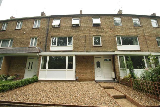 Thumbnail Town house to rent in Wellbury Terrace, Hemel Hempstead