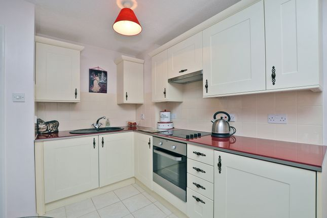Thumbnail Flat for sale in Fairway Heights, Camberley