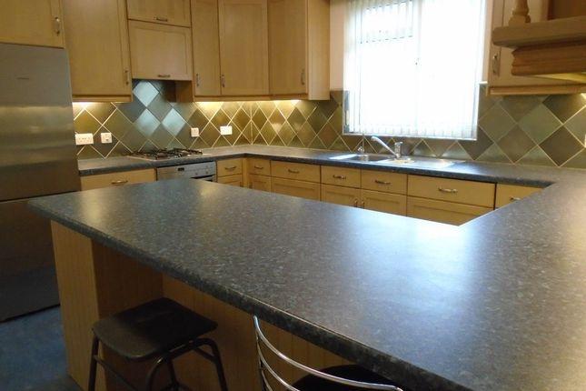 Thumbnail Flat to rent in High Street, Bagshot